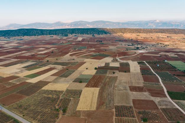 Imagem mostra um possível terreno irregular